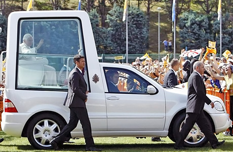 Popemobile_Mercedes-Benz_ML