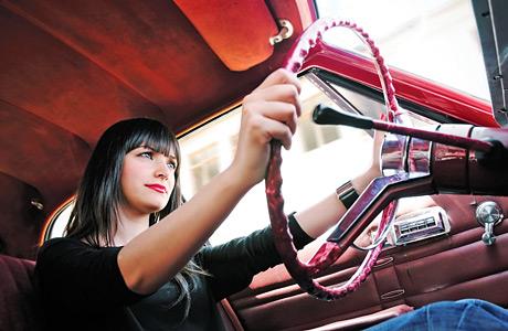 woman-car-driving