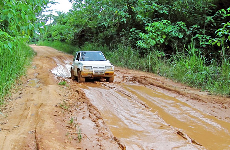 car_on_bad_road