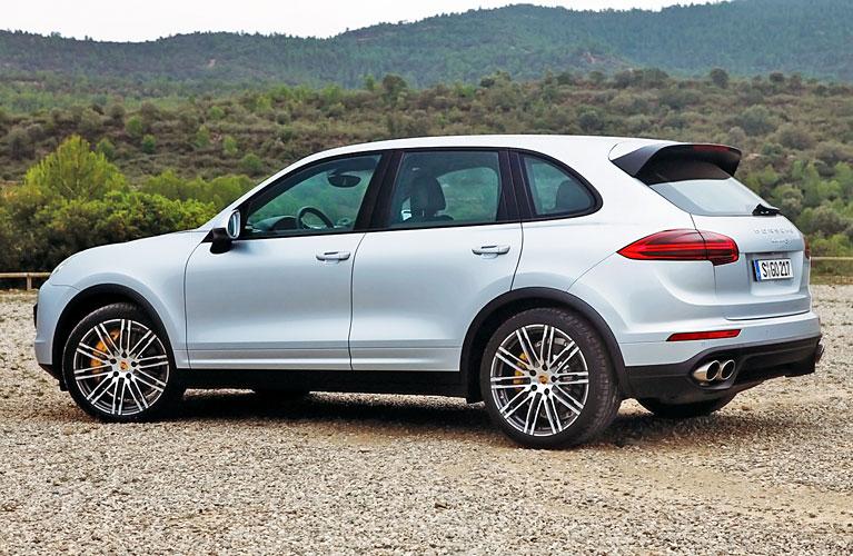 2015-Porsche-Cayenne-S