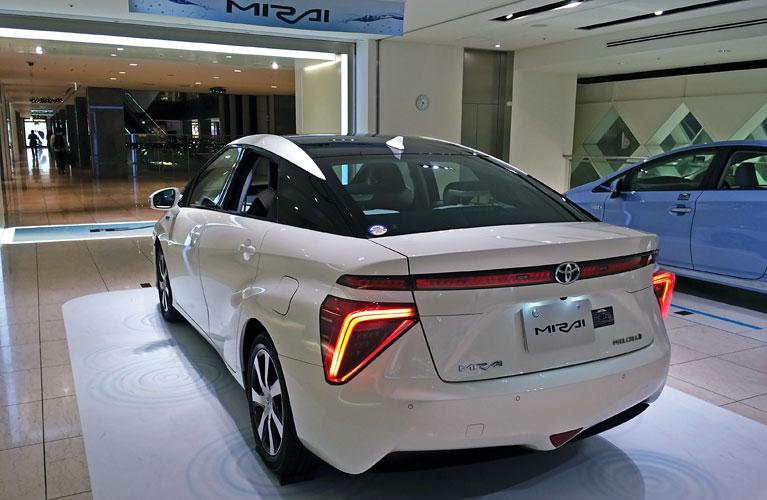 Toyota_mirai_rear