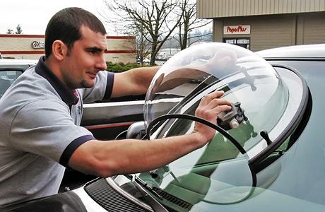 Polishing_car_windshield