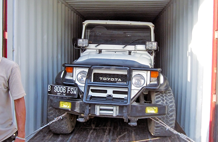 Car_shipping_containers